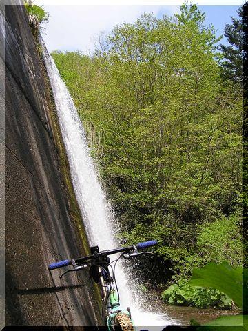 自転車&滝.jpg