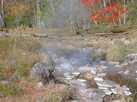 温泉の川の風景