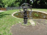 公園内に設置されている溜池