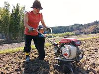 和太鼓奏者加藤拓三さん田んぼと畑で無農薬農業に取り組んでいます。
