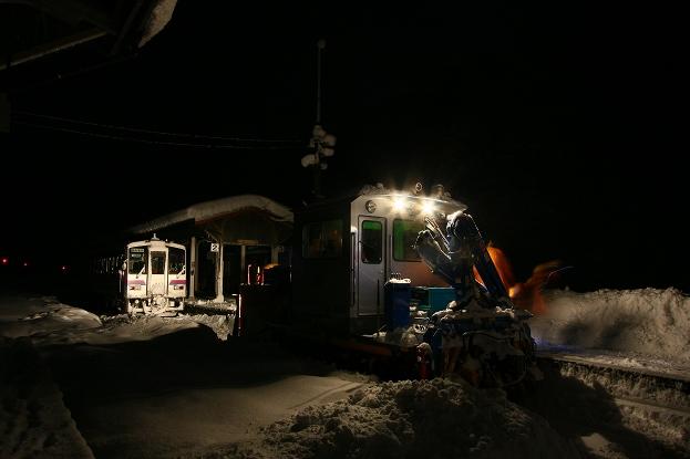 ▲午前1時50分の備後落合駅 2009年1月13日撮影 湿った重たい新... 業務列車/雪レ・特