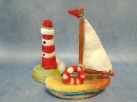 ヨットと灯台