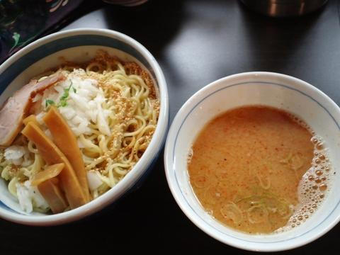 九段斑鳩 (九段下) らー麺