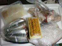北海道の魚介類を買い込む