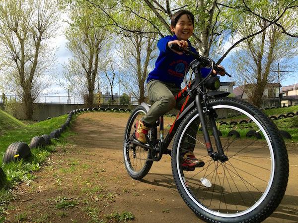 桜が満開の農試公園 新車で訪れた「息子」