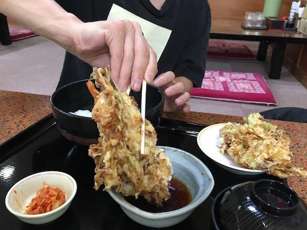 北海道メガ盛り伝説! メガキャベツ丼が凄すぎる!