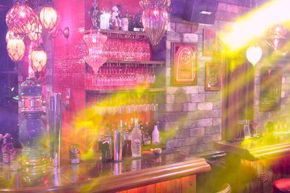 ススキノにライブとお酒とガールズが融合した未体験空間が誕生