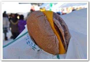 深川市の大地が育んだ黒米とハンバーガー