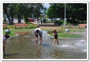 旭川市「クリスタルパーク」で水遊びをした
