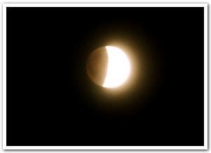 赤銅色した満月の素肌と五稜郭公園の静けさ