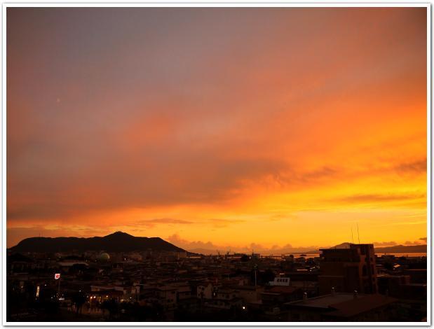 宵闇が迫る ロマンチックな函館山を