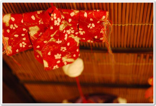 紅葉の爽やかな紅 「つるし雛」の暖かい紅