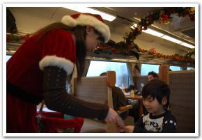 「サンタガール」と「SLはこだてクリスマスファンタジー号」