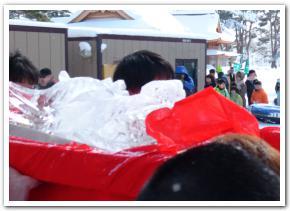 雪に映える赤いフンドシ はこだて冬フェスティバル