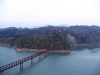 三弦橋と夕張岳