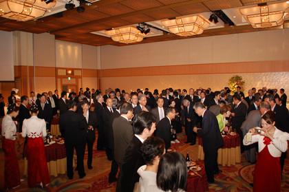 財界さっぽろが創業50周年記念祝賀会を開催