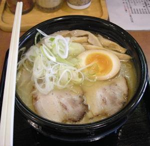 上品な旭川ラーメン「麺処平成」