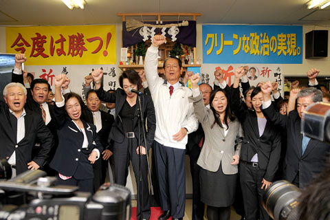 午後8時の奪還劇 衆院道5区補選で町村氏が大勝