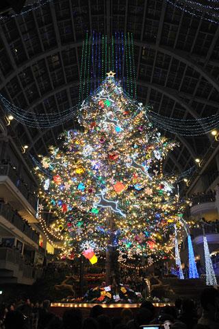 ファクトリーで恒例のクリスマスツリー点灯式