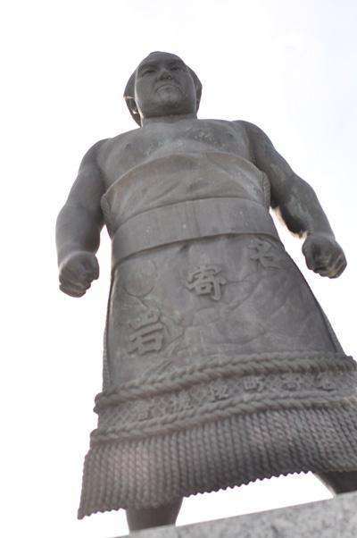 銅像はケツが命