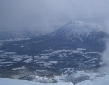 アンヌプリ頂上からの羊蹄山。