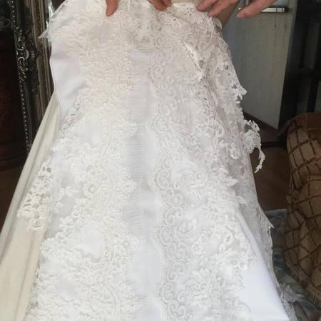ウェディングドレスの仮縫い!生地、色、レースの選択!