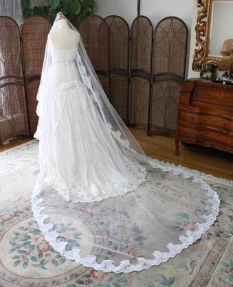 ウェディングドレスとヴェールの長さ