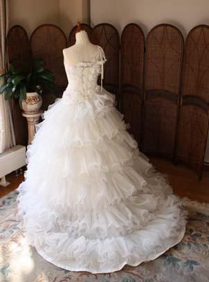 フリルスカート ウェディングドレスのシルエット