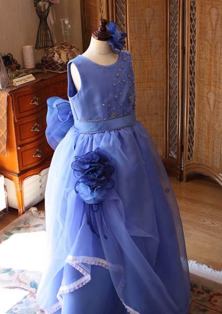 フロントコサージュをデザイン 子供用ドレス