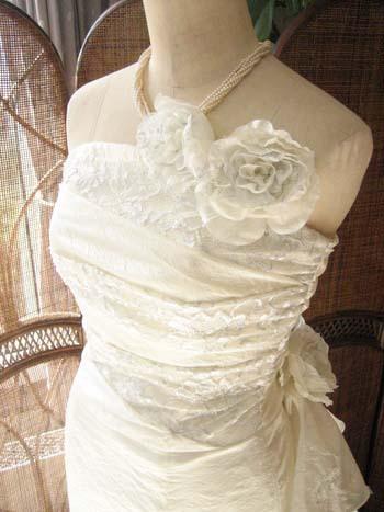 花嫁の憧れる立体デザイン ウェディングドレス