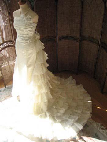 人気でお問合せNO1 美しいシルエットのウェディグドレス