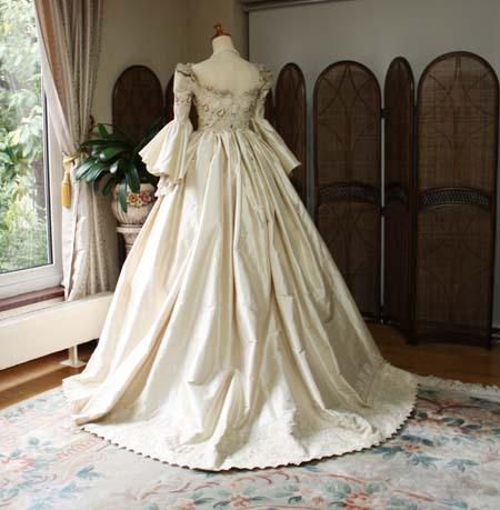 中世ヨーロッパの様なウェディングドレス アンティークドレス