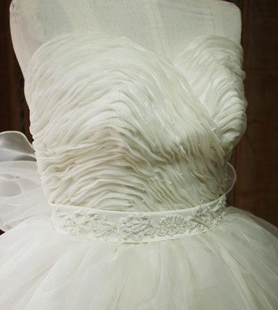 ハートラインのウェディングドレスデザイン