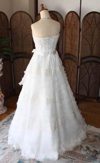 スレンダーシルエットのドレス ティアードドレス