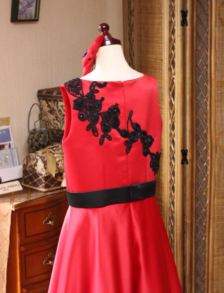 上半身のバックスタイル 子供用ドレス