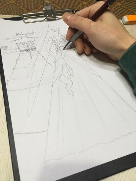 コンクール用ドレスのデザイン ピアノの受賞コンサートドレス製作