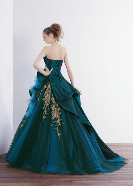 美しいシルエットを演出するAラインドレス