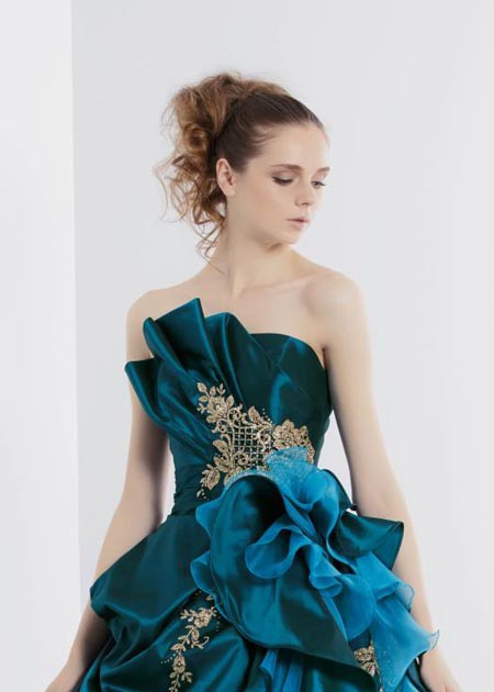 モード系ウェディングドレスの上半身