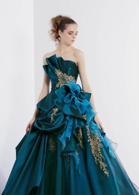 結婚式のお色直しを華やかに演出するカラードレス