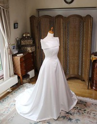 ショルカラーが施されたクラシックスタイル ウェディングドレス!オーダーメイド販売