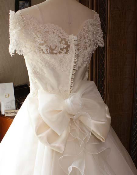 リボンとコサージュ ウェディングドレス