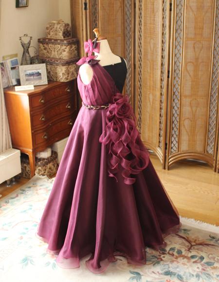 バックスタイルドレスのデザイン