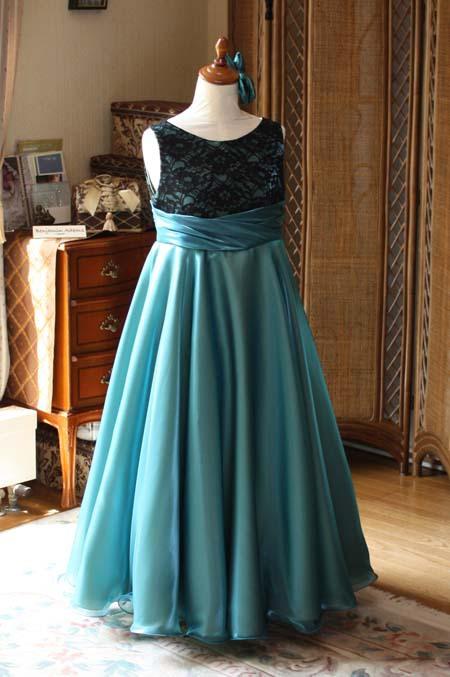 アンティークグリーンとブラックの子供用ドレス
