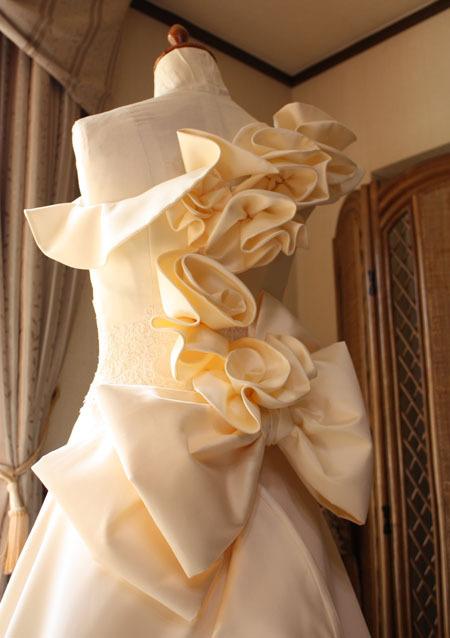 ワンショルダードレスのデザイン