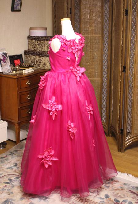 ピンクカラーの子供用ドレス