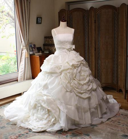 フラワーモチーフ ウェディングドレス