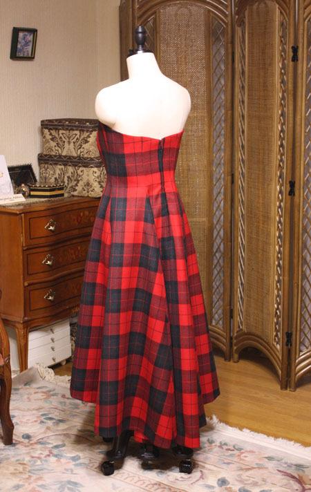 チェックドレスのバックスタイル
