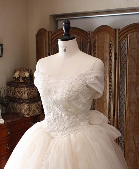 オフショルダードレス ウェストのVラインを強調するドレス