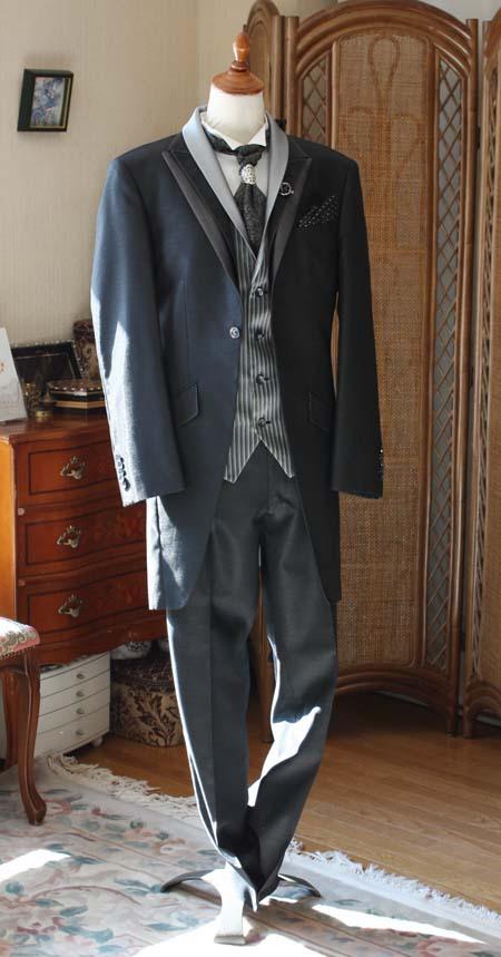 ブラックカラーでお洒落なタキシードモーニングコート