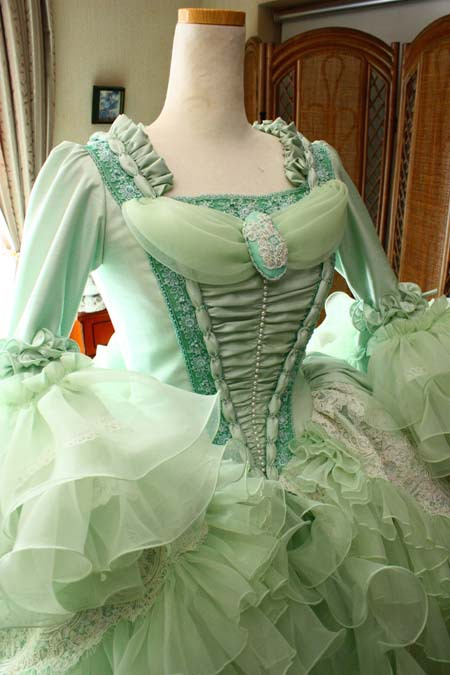 中世ヨーロッパ調のウェディングドレス パコダスリーブ